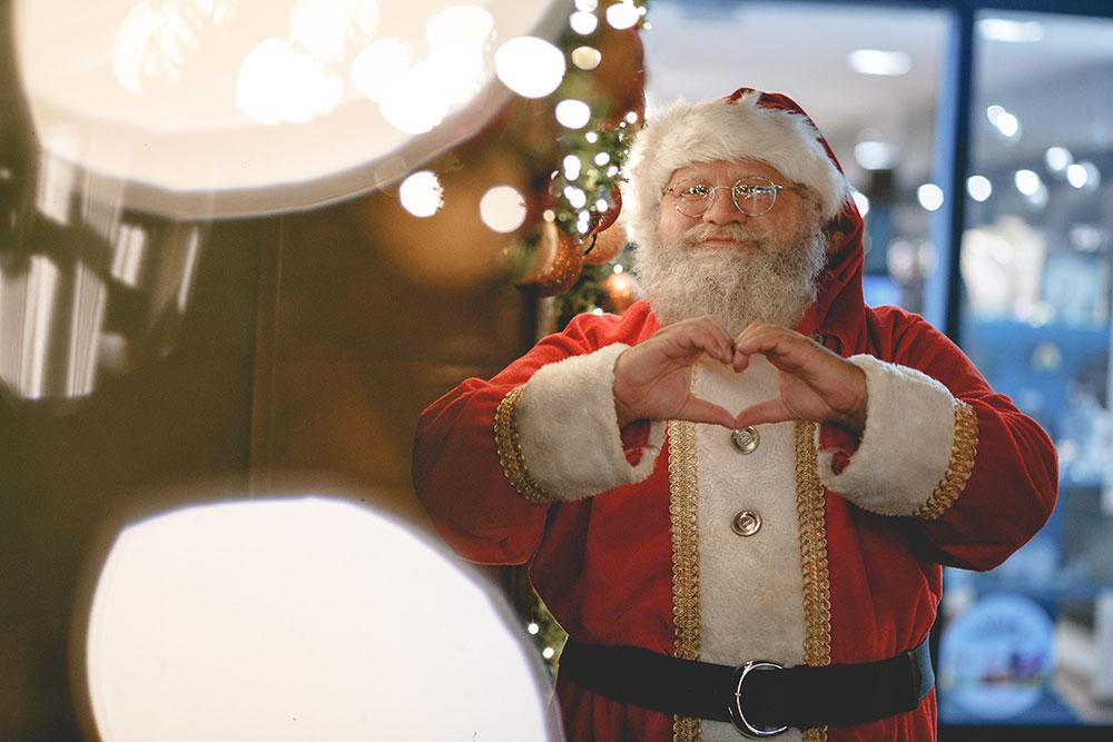 """Deda Mraz zakasnio sa spremanjem poklona jer se zablejao na rasprodaji u """"Ušću"""""""